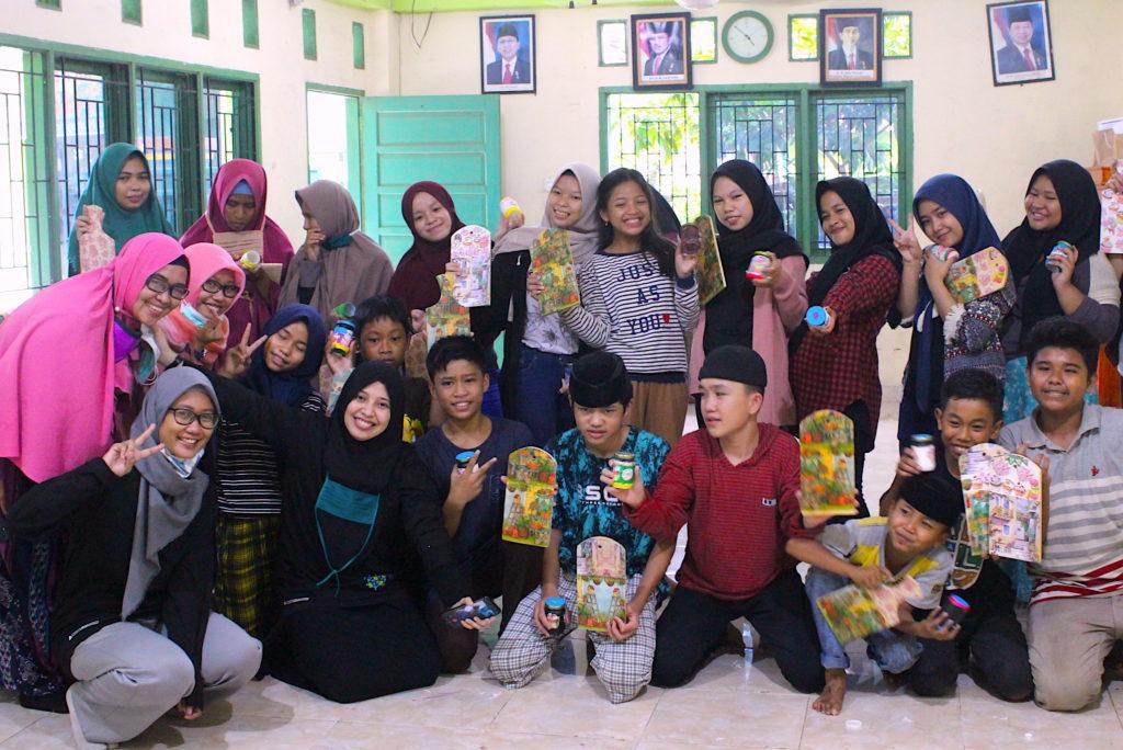 Handarbeitsunterricht im Waisenhaus Timor-Timur