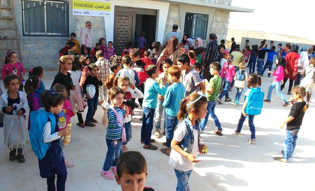 Pausenhof der Wüstenkind-Schule in Salwa